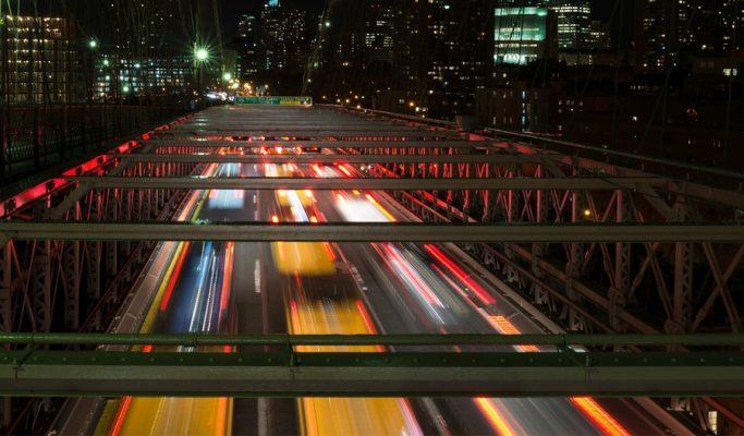 Brooklyn-bridge-new-york-trafic