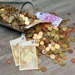 Verre-argent-euros-renverse